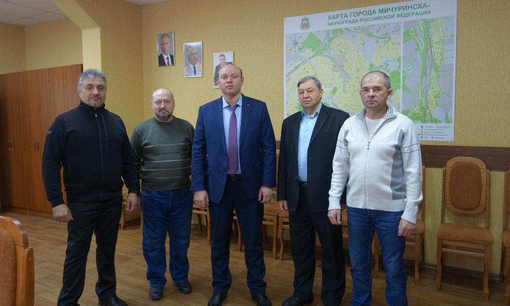 """Представители """"Достояния Отечества"""" вручили книгу и посетили музей полиции в Мичуринске."""